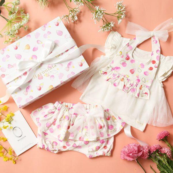 女の子出産祝い3点セット(名入れ可)【スタイ・半袖トップス ・ショートパンツ】