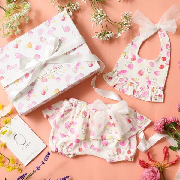 女の子出産祝い2点セット (名入れ可)【スタイ・ショートパンツ】